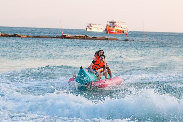 【午後発半日コース】人気の3種のマリンスポーツ体験!パラセーリング&バナナボート&シーウォーク<日本語ガイド/GoProレンタル>