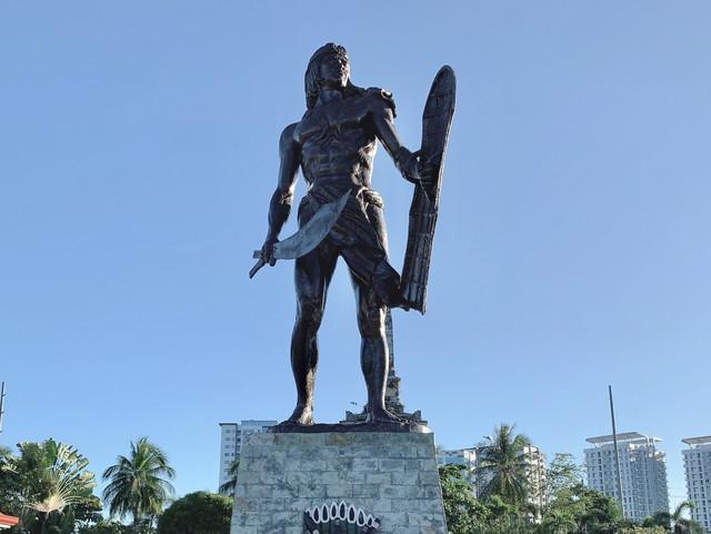 マゼラン記念碑&ラプラプ像